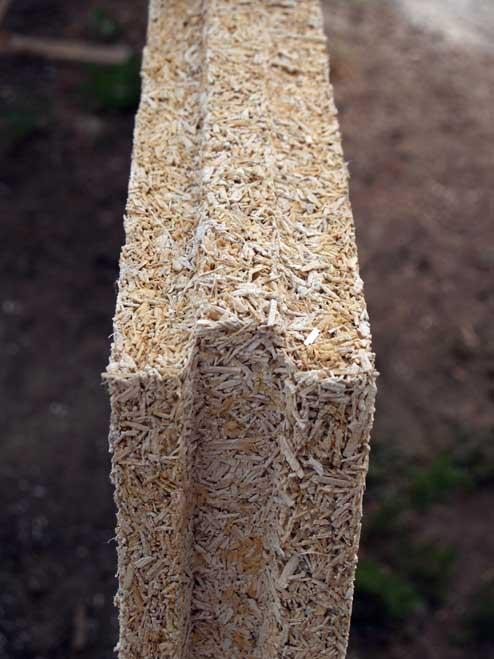 Brique de chanvre utilisée pour l'isolation acoustique et thermique.